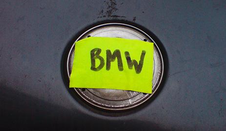 BMW in Westerland zugepflastert