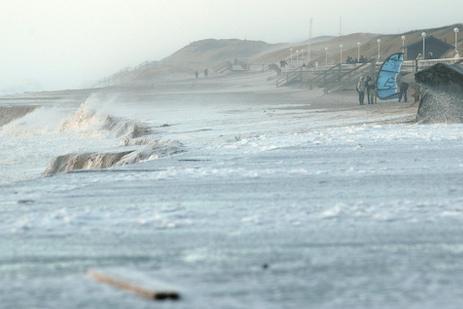 Kiten bei Orkan vor Sylt (Westerland)