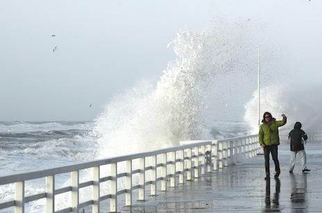 Sturmflut am Weststrand von Sylt (Promenade Westerland, Orkan Emma)