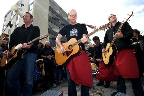 Kettcar spielten in der Fußgängerzone von Westerland auf Sylt.