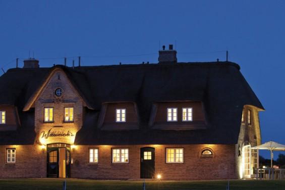 Bei Nacht: das Hotel Wittenbrink's in Keitum auf Sylt.